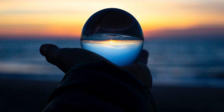 Lees meer over het artikel Mythes en glazen bollen